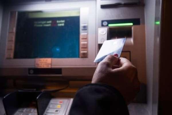Waspada! Modus Baru Bobol Uang di ATM, Cuma Pakai 'Lem'