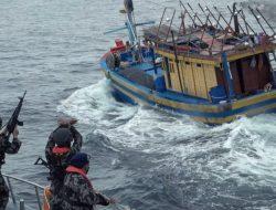 Enam Kapal Pencuri Ikan Berbendera Vietnam Ditangkap di Natuna